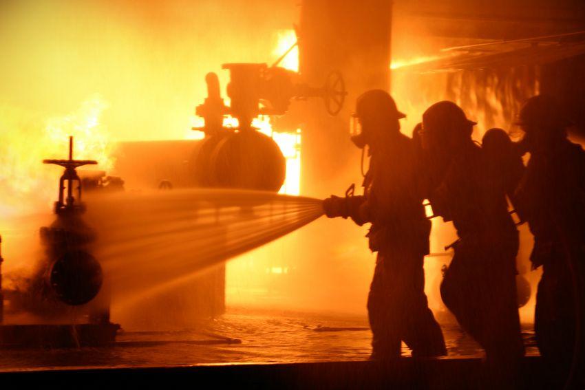 como funcionan puertas anti incendio