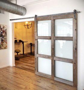 puerta corredera de madera no cierra bien